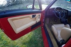 Todos los SZ salían de fábrica con la pintura roja y el interior camel.
