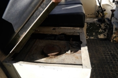 El depósito de combustible va bajo el asiento.