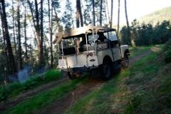 El Land Rover es un experto fuera del asfalto.