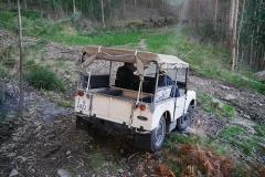 El Land Rover maniobra perfectamente gracias a su compacto tamaño.