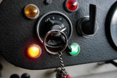 Indicadores de presión de aceite, contacto y luces.