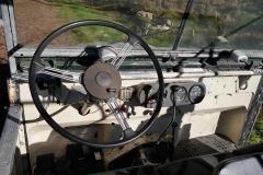 El volante de tres radios es típico de los coches ingleses de mediados del siglo pasado.