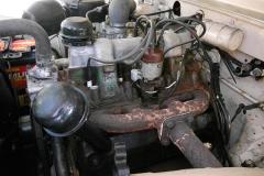 El motor tiene las válvulas de escape laterales.