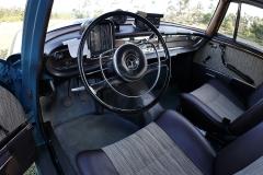 El volante es típico de Mercedes.