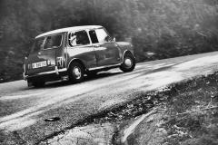 Las carreteras serpenteantes son como autopistas para el Mini.