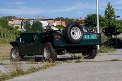 Con la rueda de repuesto en la parte trasera recuerda aún más al Jeep.