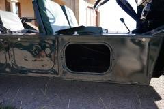 Además de la batería y la gasolina, podemos guardar herramientas y cosas en los tambuchos laterales.