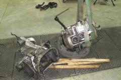 Motor y caja separados para su revisión.