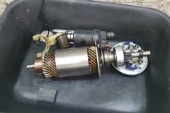 El motor de arranque recibió nuevas escobillas y rodamientos.
