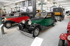 Otro más de los Bugatti presentes.