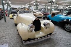 Los Bugatti de todas las épocas y colores.