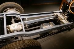 Fíjate en la barra de empuje del eje trasero.
