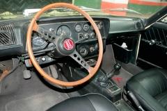 El cuadro de instrimentos y su volante original.