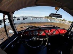 El cuadro de mandos del Karmann es sencillo pero muy elegante.