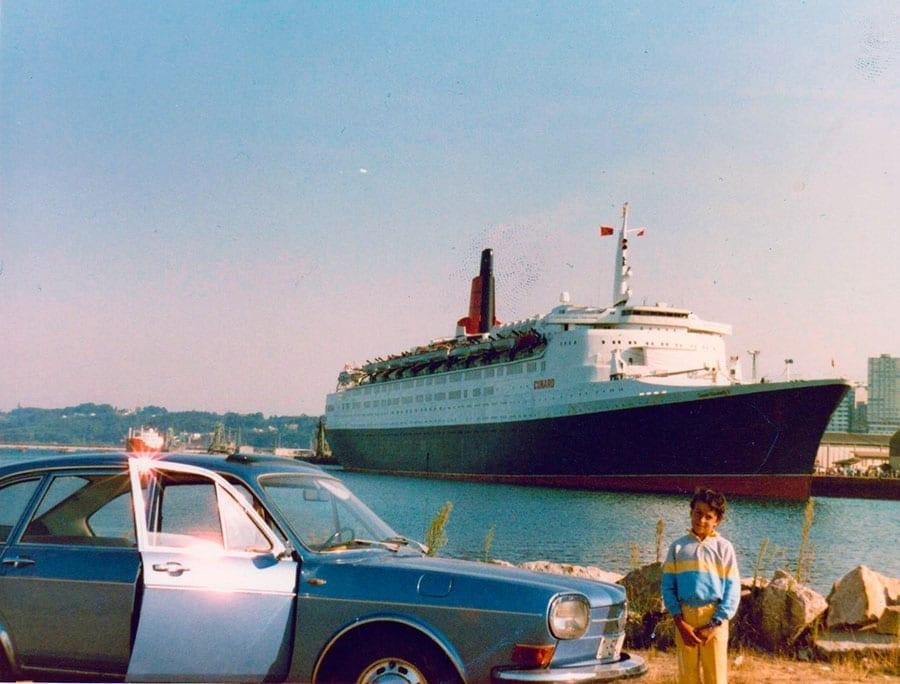 En 1984 con el Queen Elisabeth II al fondo.