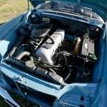 El motor de 6 cilindros es enorme pese a contar con sólo 2.200 cm3.