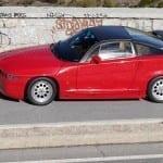 El parabrisas delantero recuerda al Lancia 037.