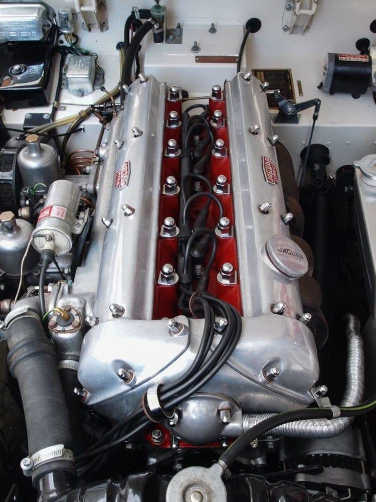 El motor de 3.4 litros está pletórico de par y suena de maravilla.