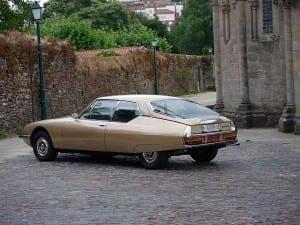 Un automóvil precioso.