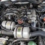 Los filtros de aire afean la vista del motor V6 latino.