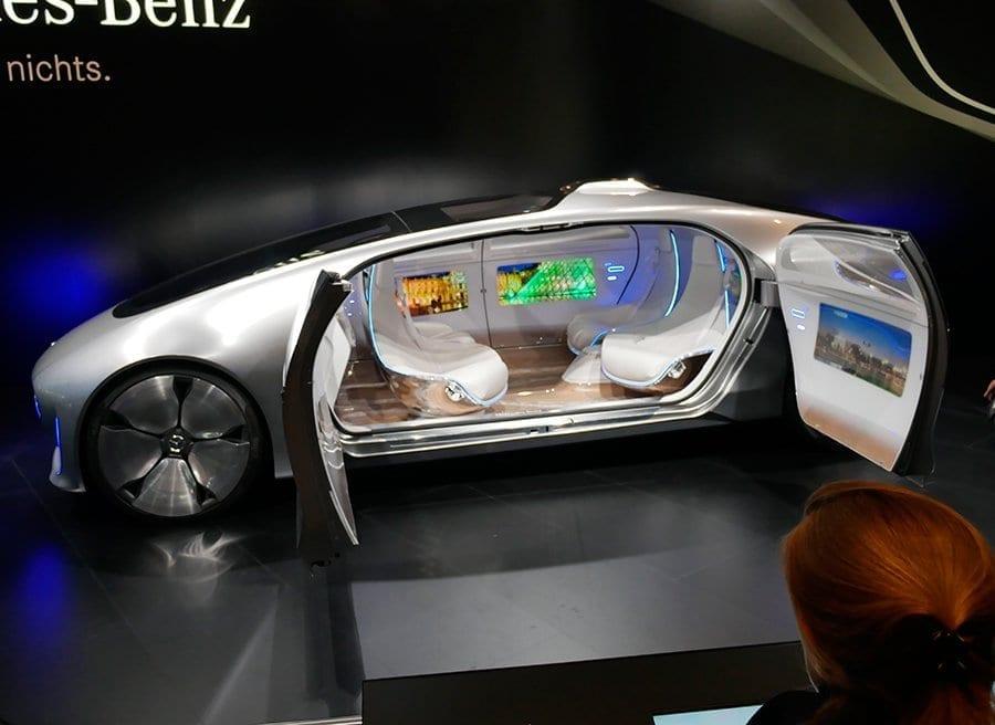 {:es}Las tres leyes de Asimov en el coche autónomo{:}{:en}ASIMOV´S THREE LAWS OF ROBOTICS AND THE SELF-DRIVING CAR{:}