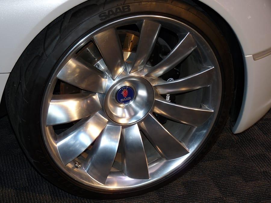 Las llantas de este concept de Saab imitan a los álabes de una turbina.