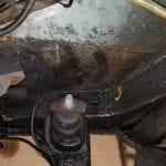 El vano motor está muy sucio, pero sin rastro de óxido.