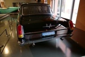 Este coche desentona en la colección.