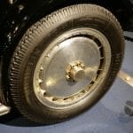 Las enormes llantas de 24 pulgadas eran necesarias para albergar los frenos de tambor más grandes del mundo.