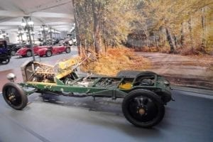 Este chasis de Rolls permite ver sus detalles.