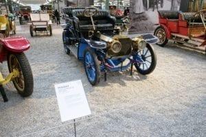 Uno de los primeros coches con volante.