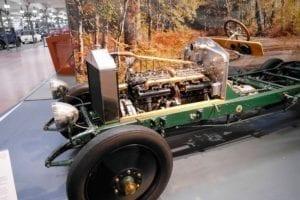 El motor de 6 cilindros en línea es legendario.