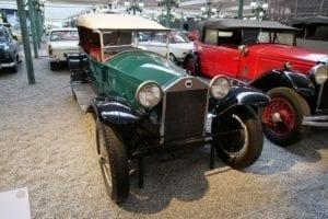 Primer coche con carrocería autoportante.