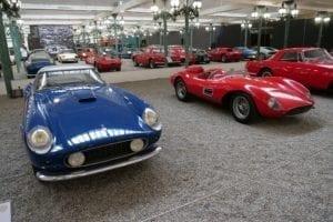 Varios Ferrari juntos.