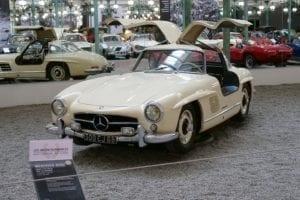 Este Mercedes 300 SL recorrió miles de kilómetros para comprar muchos de los coches de la colección.