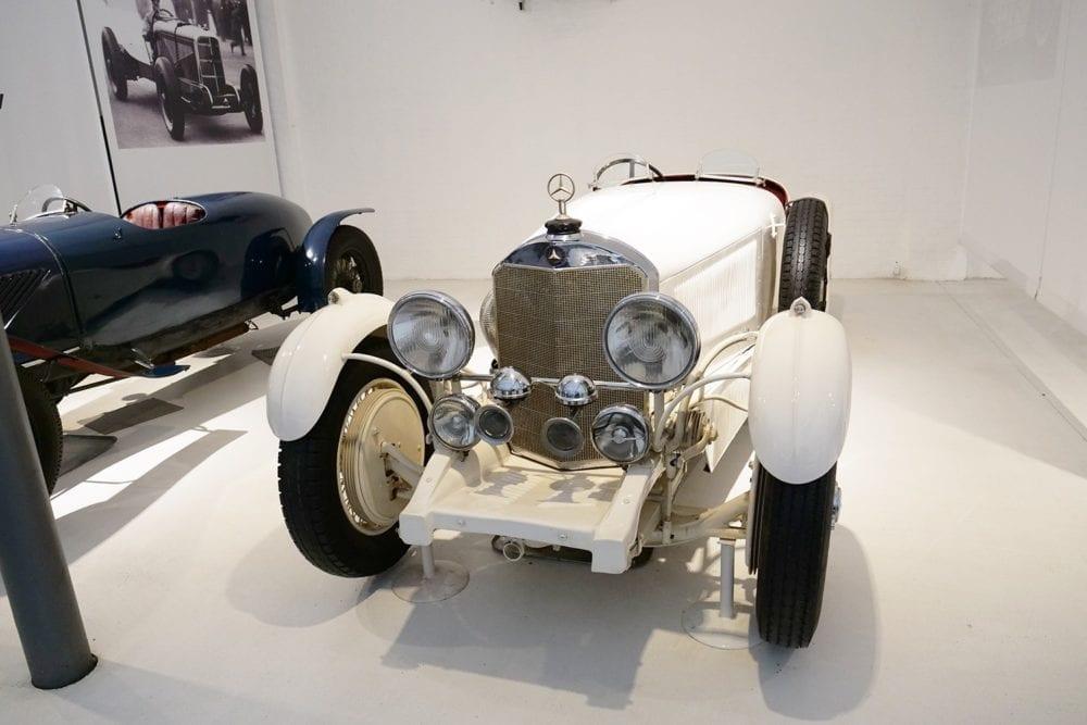 El color de Alemania en los coches de carreras fue el blanco antes que el gris plata.