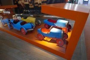 También hay sitio para los coches de juguete.