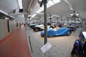 Más de 500 coches se exponen en 20.000 metros cuadrados, el mayor museo del automóvil del mundo.