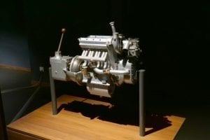 Este motor Bugatti 68B tenía 4 cilindros, 369 cm3 y era capaz de girar a 12.000 rpm hace 75 años.