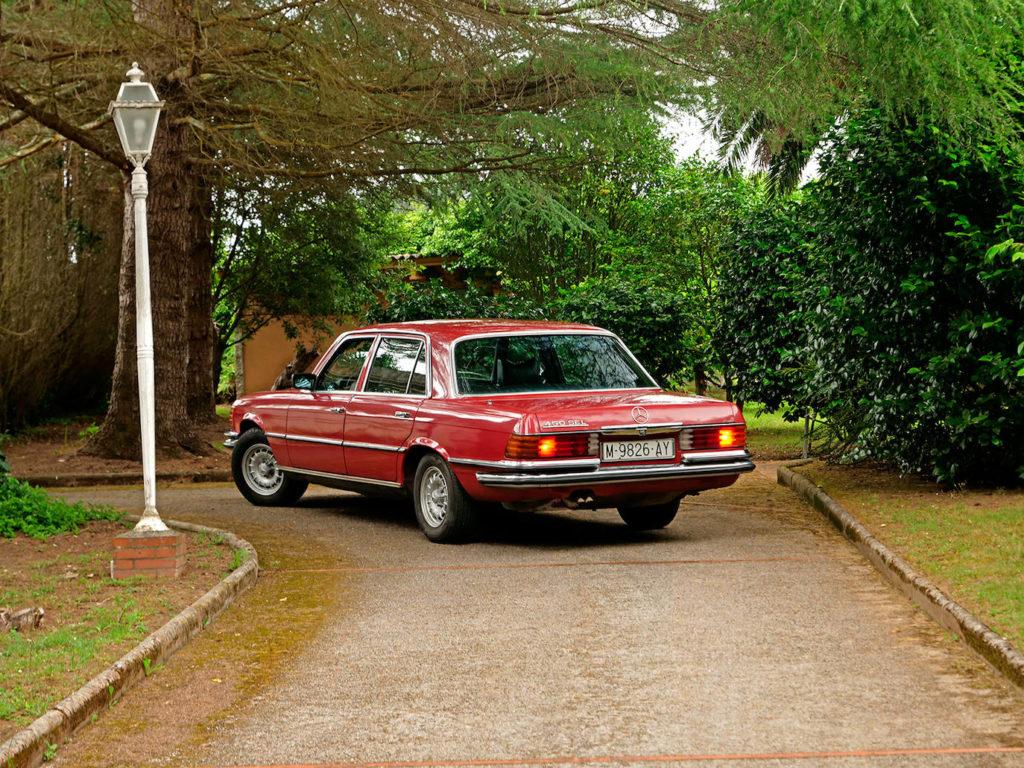 Aunque Mercedes empleó la denominación S anteriormente, el primer Clase S de manera oficial fue el W116.